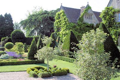 "Abbey Gardens Malmesbury"" hspace="