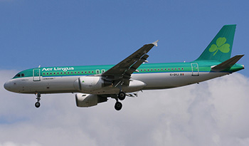 Aer Lingus plane flying into Gatwick