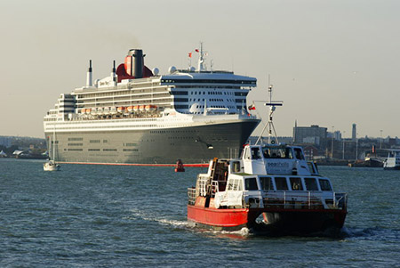 "Hythe – The Queen Mary with Hythe Ferry in the lead!"" hspace="
