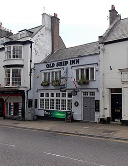 "The Old Ship Inn, Dorchester, said to be the oldest in the town."" hspace="